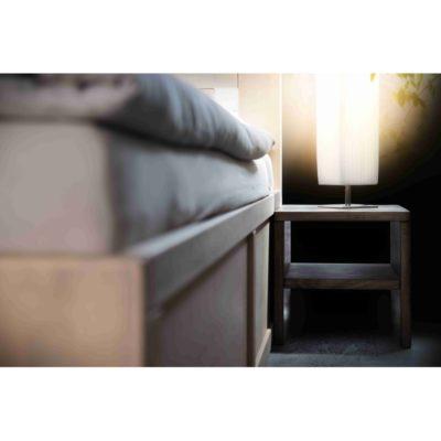 noční stolek s policí u rámu postele Pratique