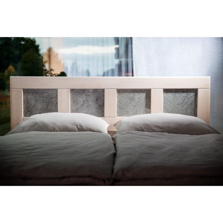 postel z masivu jacques K s kamennou dýhou detail