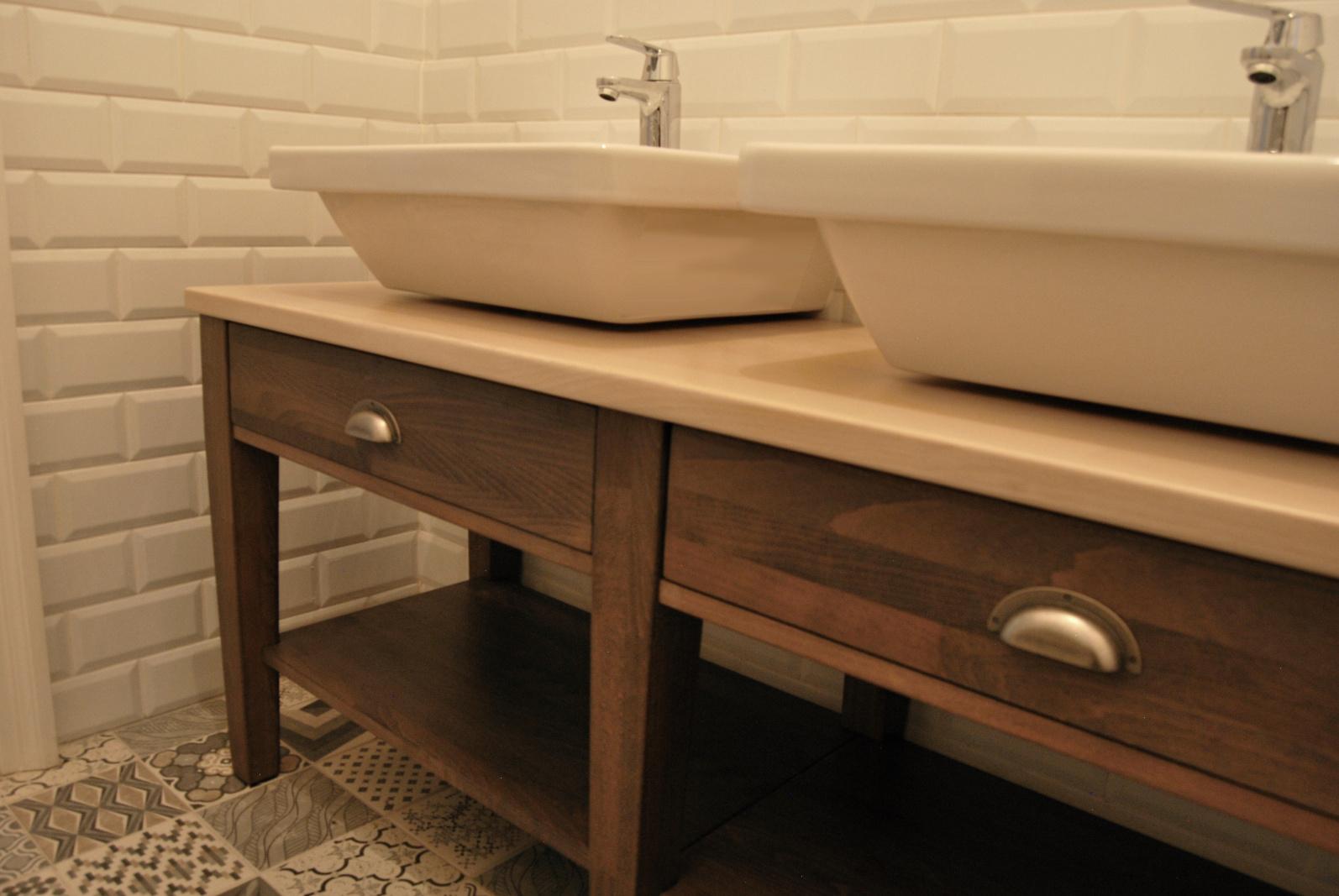 skříňka do koupelny s masivu