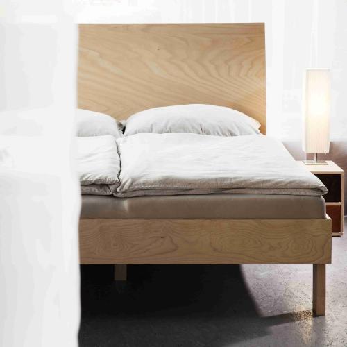 ikona postelí z masivu