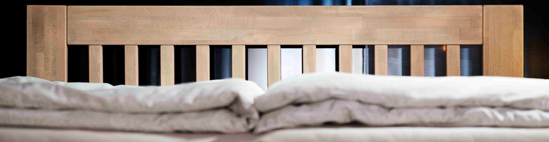 detail modelu postele Jacques Otto v šedém vosku