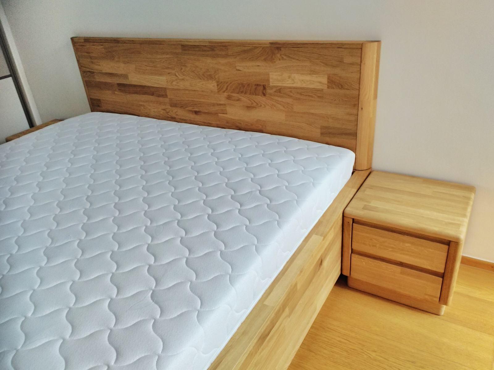 postel Jacqueline na zakázku z dubu detail