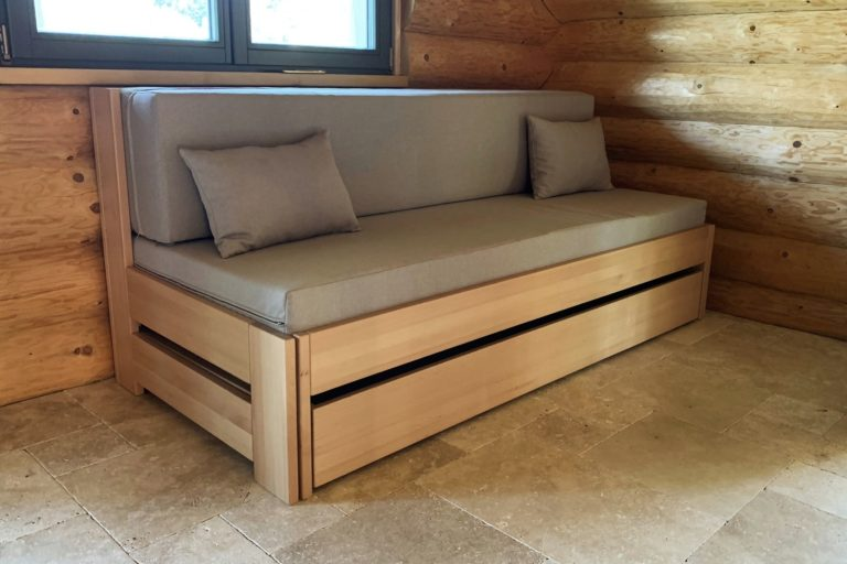 rozkládací postel z masivu Jacques 3